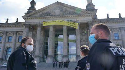 Ist die Sicherheit im Bundestag noch gewährleistet? Greenpeace hisst Banner am Reichstag