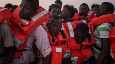 """Streit und Schlägereien auf der """"Ocean Viking"""" – Schiff mit 180 Migranten ruft Notstand aus"""