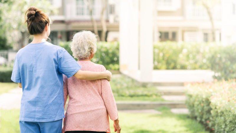 Rund 30 Prozent der Altenpfleger bekommen Niedriglohn
