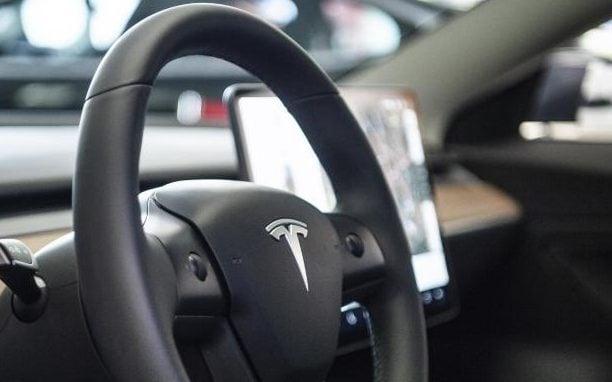 US-Behörden untersuchen tödlichen Unfall mit vermutlich fahrerlosem Tesla