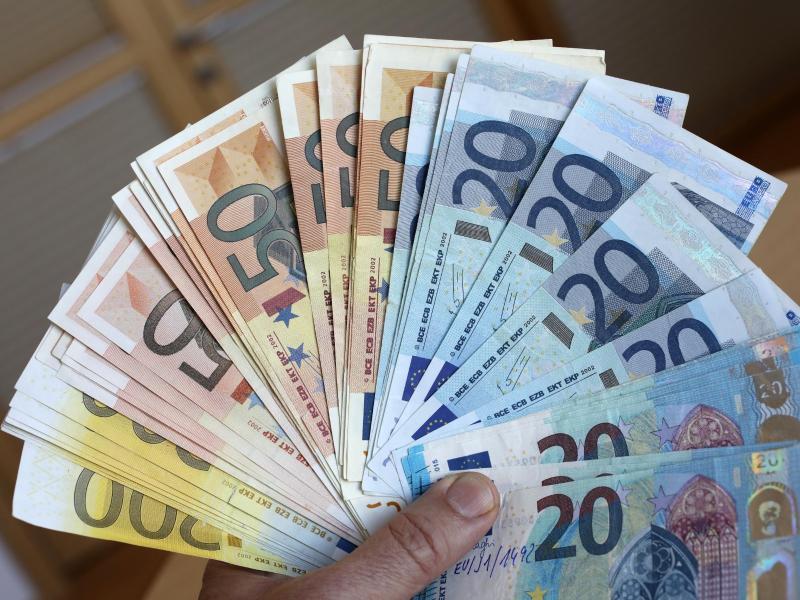 Europol hebt Geldfälscherring aus – 230 Millionen an Euro-Blüten entdeckt