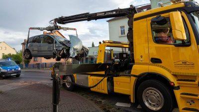 In Gegenverkehr geraten: Auto kracht in Linienbus – sieben Verletzte