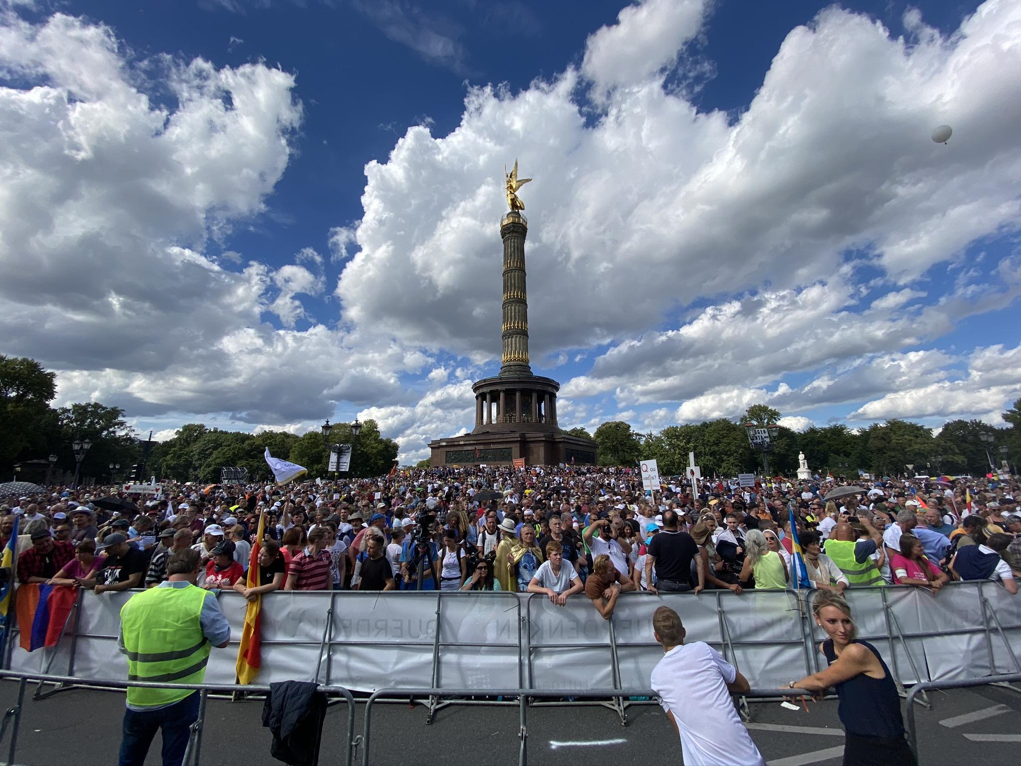 Nach Teilnahme an Demo Corona-Test verweigert: Reinigungskraft wird fristlos entlassen