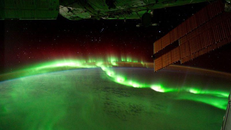 Polarlicht-Perlenketten von der ISS