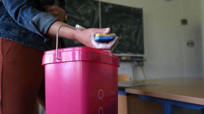 Gebäudereiniger und Lehrer beklagen mangelnde Schulhygiene – Lehrer bilden Putz-Teams