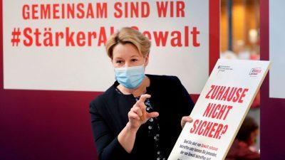 """Merkel-Sozialismus: """"Spiegel""""-Autor fühlt sich durch Werbe-Parolen großer Konzerne an DDR erinnert"""
