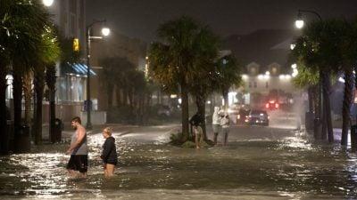"""Wirbelsturm """"Isaias"""" zieht mit Tornados und heftigem Regen über US-Ostküste"""