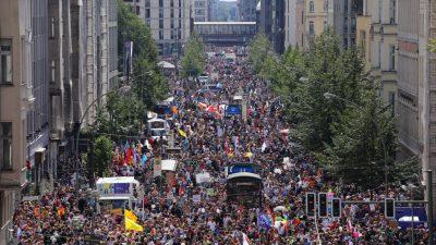 """""""Aufbruchsstimmung"""": Zehntausende Menschen bei Demonstrationen in Berlin"""