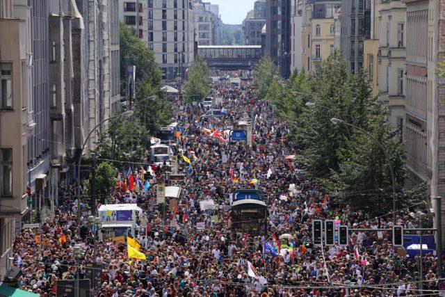 """Schweigemarsch in Berlin fordert von Politikern: """"Wir müssen Reden"""""""