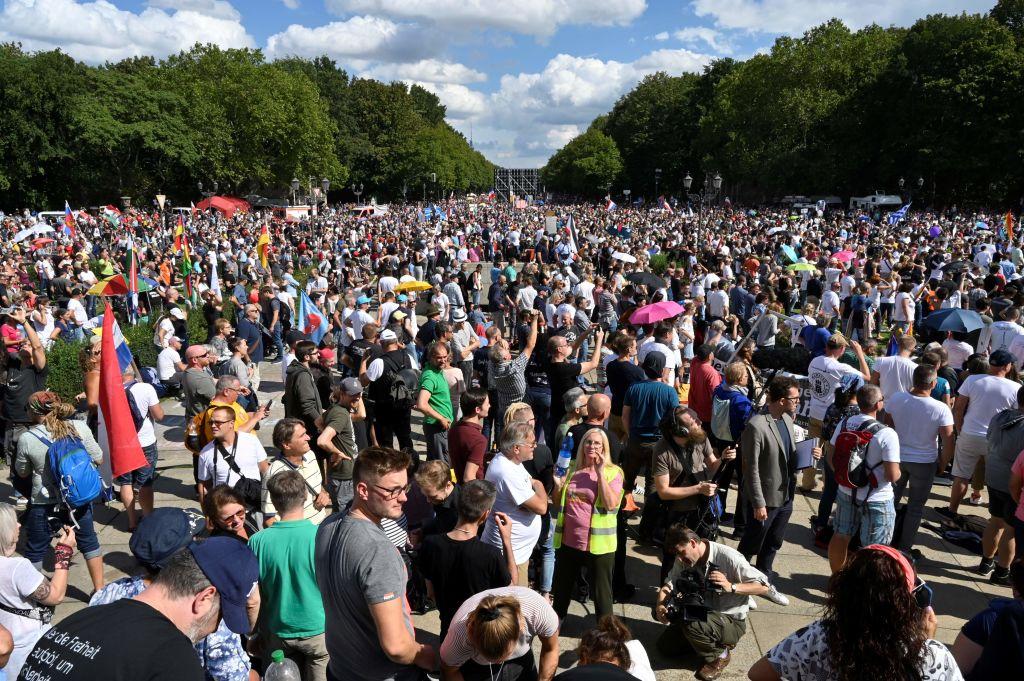 Querdenken-Initiator ruft zu längerer Versammlungs-Pause auf
