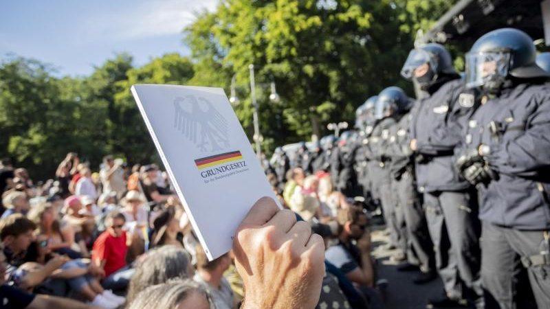 """Verwaltungsgericht bestätigt Verbot von """"Querdenken""""-Demonstration in Berlin"""