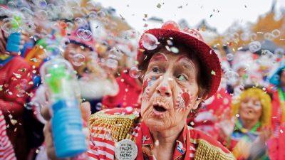 NRW-Ministerpräsident sieht Karneval 2021 kritisch