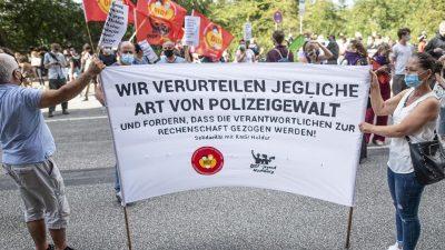 Mehrere hundert Menschen demonstrieren gegen Polizeigewalt