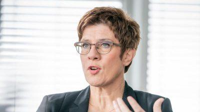 Verteidigungsministerin: Scholz muss Geld für Drohnen-Bewaffnung freigeben
