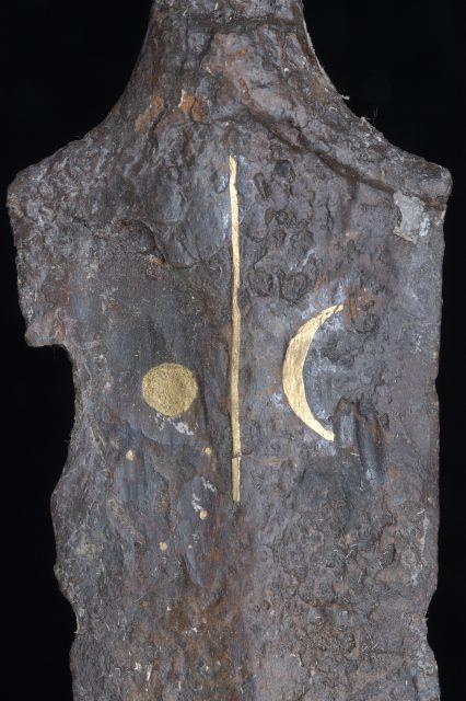 Schwert von Allach zeigt ähnliche Symbole wie Himmelsscheibe von Nebra