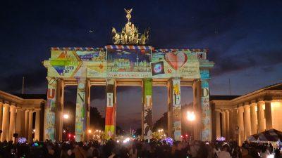 """""""Festival of Lights"""" – Freiluftparty ohne Maskenpflicht und Polizei in Berlin"""