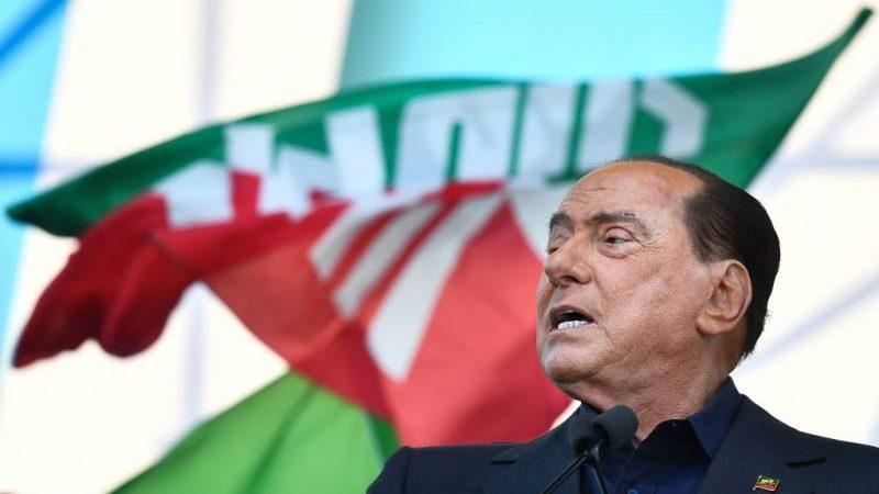 Berlusconi nach positivem Corona-Test mit Lungenenzündung ins Krankenhaus eingeliefert