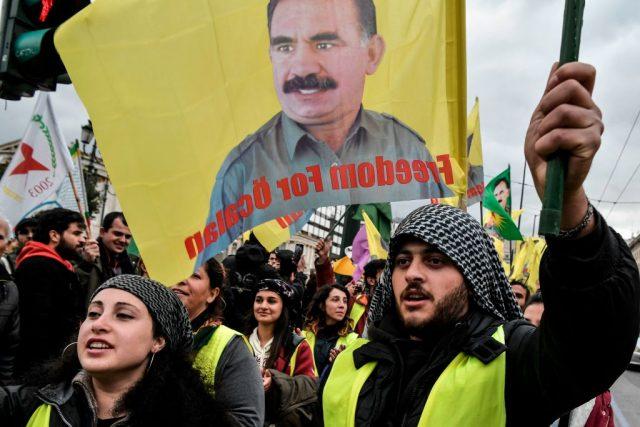 Einen Tag nach Zug-Randale: PKK-Jugend greift in Hamburg Reporter und Autofahrer an