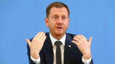 """Diktatursozialisiert"" – Kretschmer gibt Ost-Beauftragtem Mitschuld an Unions-Ergebnis"
