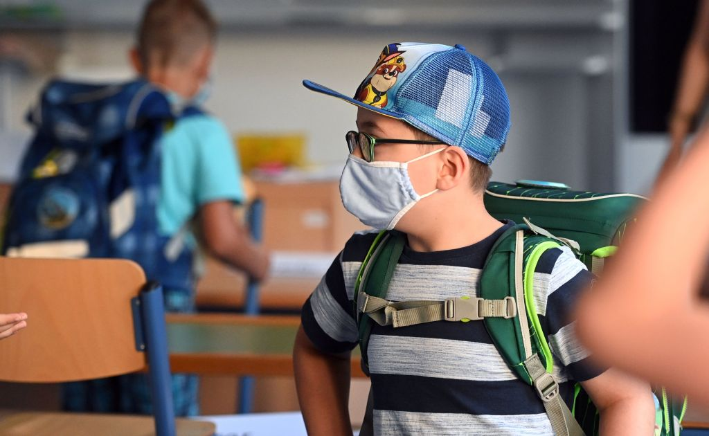 """Spahn offen für Laschet-Plan zu anderen Ferienzeiten – """"Salami-Lockdown"""" und Plexiglas-Trennwände für Schüler"""