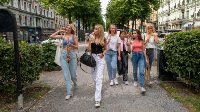 Schwedens Sonderweg zahlt sich aus – Positive Testergebnisse auf historischem Tiefstand