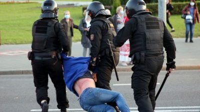 Nach Lukaschenko-Vereidigung: Wasserwerfer, Tränengas, mindestens 150 Festnahmen bei Protesten
