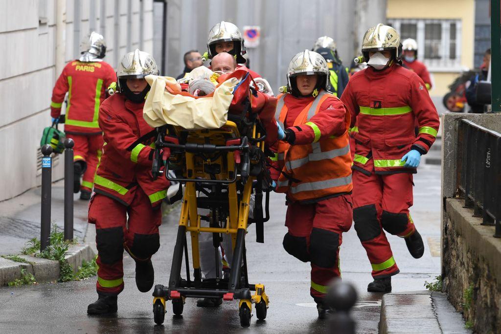 """Vier Festnahmen nach Messerangriff vor """"Charlie Hebdo"""" im September"""