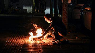 """Einwohner von Wuhan trauern um Tote – """"Geisterfest"""" offenbart Ausmaß der Todesopfer der Corona-Pandemie"""