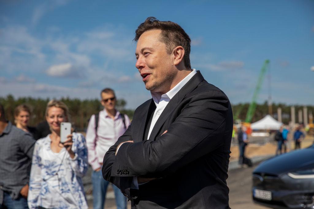 Elon Musk besucht Tesla-Fabrik in Grünheide