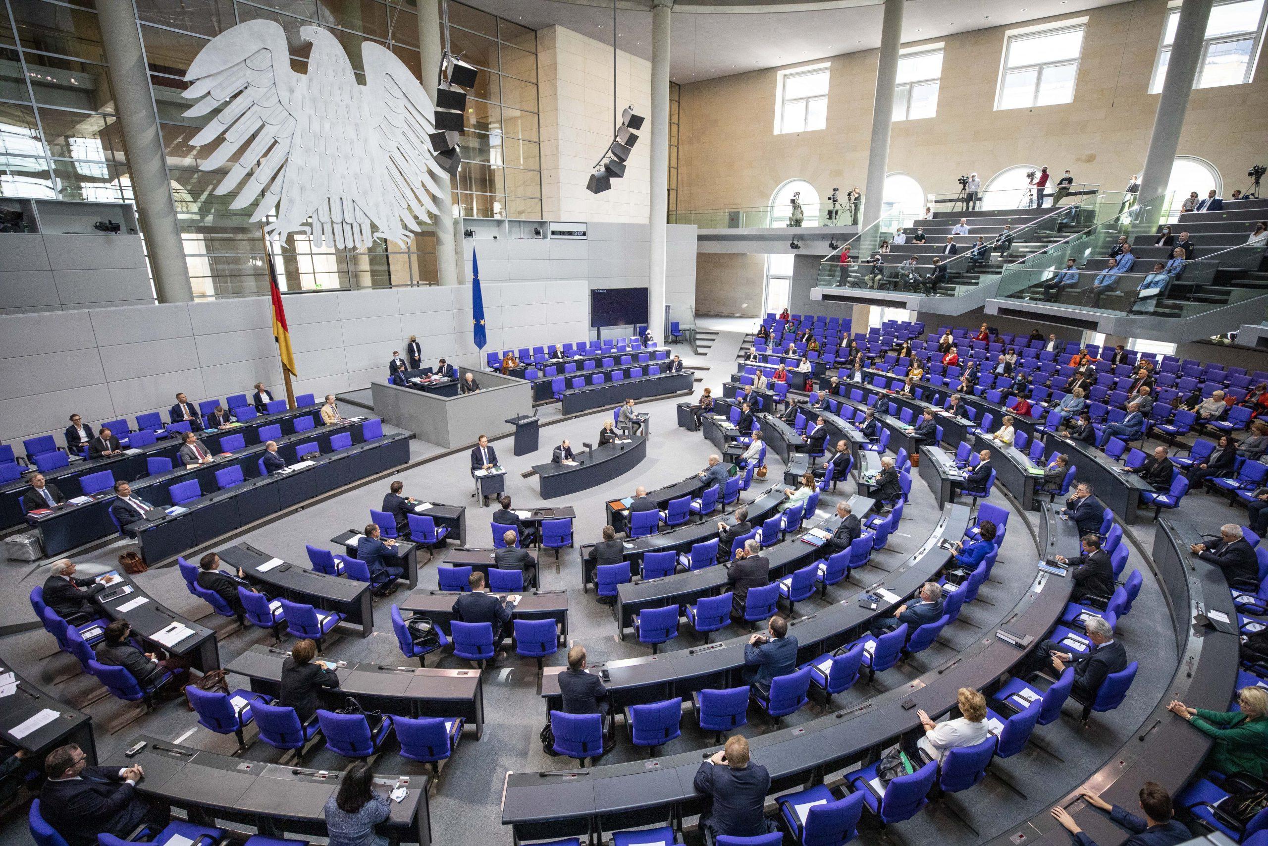 """Eine Milliarde Euro gegen Rechtsextremismus und ein Gesetz gegen """"Todeslisten"""""""