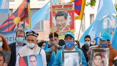 """Deutschland-Besuch: Chinas Außenminister verbittet sich Einmischung in """"interne Angelegenheiten"""""""