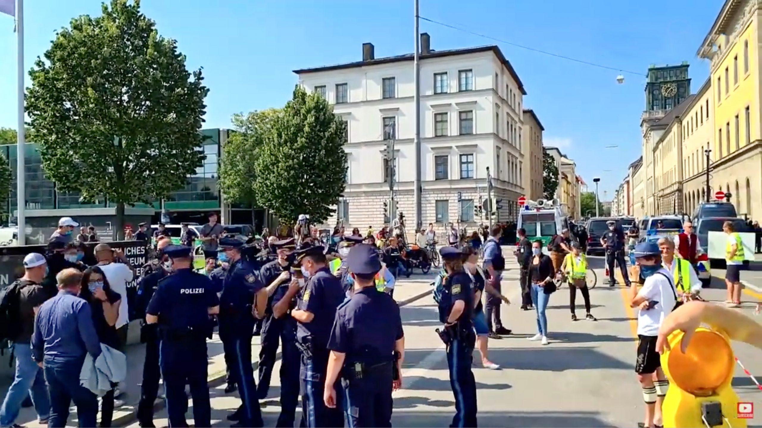 Querdenken-Anwalt Markus Haintz: Fundamentale Rechte sollten nicht erst eingeklagt werden müssen