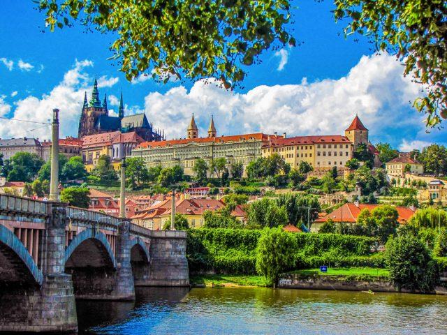 RKI gibt Corona-Reisewarnung für Teile von Frankreich, Schweiz und Tschechien aus