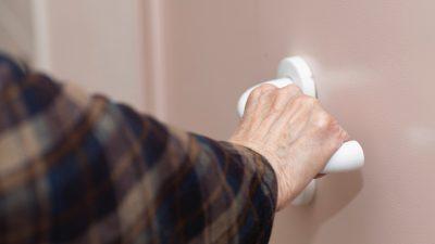 Münchner Polizei sucht Trickbetrüger der sich Zugang zu Wohnungen verschaffte
