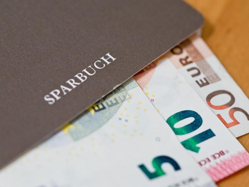 Negativzins: Größere Summen auf Tagesgeldkonto können zunehmend ins Geld gehen