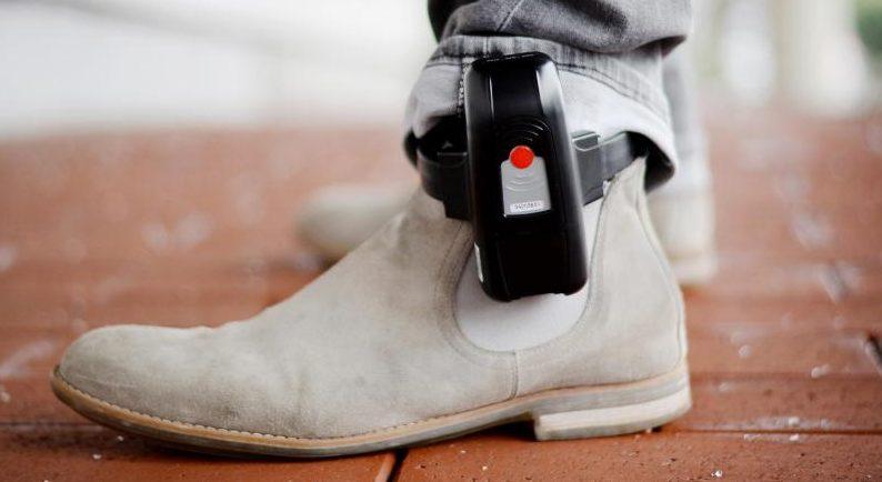 Karlsruhe: Elektronische Fußfessel mit Grundgesetz vereinbar