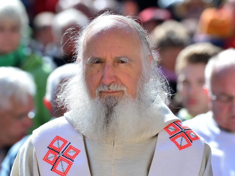 Pater Anselm Grün: Corona-Krise hat Fundamente der Gesellschaft erschüttert