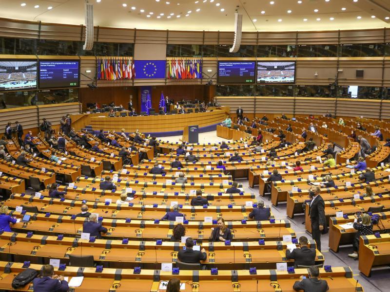 Orban gibt Austritt der Fidesz aus EVP-Fraktion bekannt