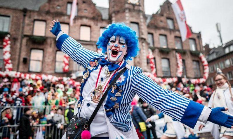 """""""Karneval zohus"""": Narren und Jecken sollen coronakonform zu Hause feiern"""