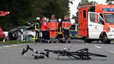 Psychisch Kranke verursacht fünf Unfälle und tötet Radfahrer – Polizei schaltet Mordkommission ein