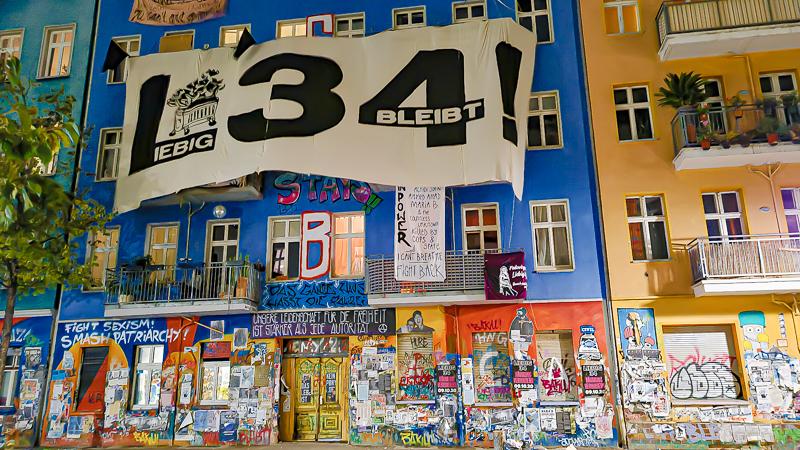 """""""Kampfräume mit allen Mitteln verteidigen"""": Gewalteskalation bei Begehung von Rigaer 94 befürchtet"""