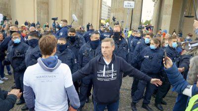 Tumult bei Querdenken-Demo in Berlin: Polizei zweifelte Atteste für Epileptikerin und Schwerbehinderten an + Video