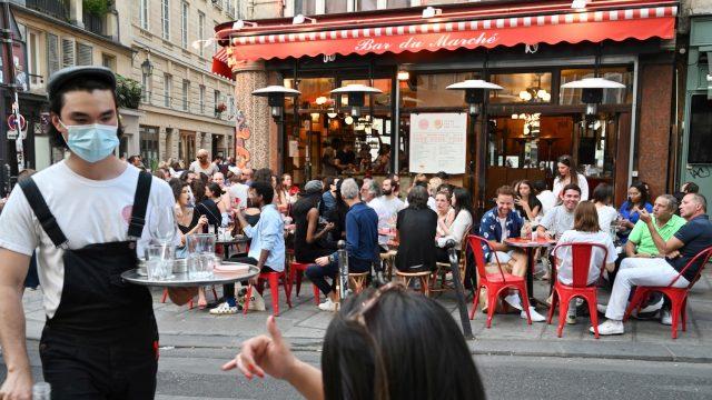 Höchste Corona-Warnstufe in Paris – Komplette Schließung von Bars und Cafés
