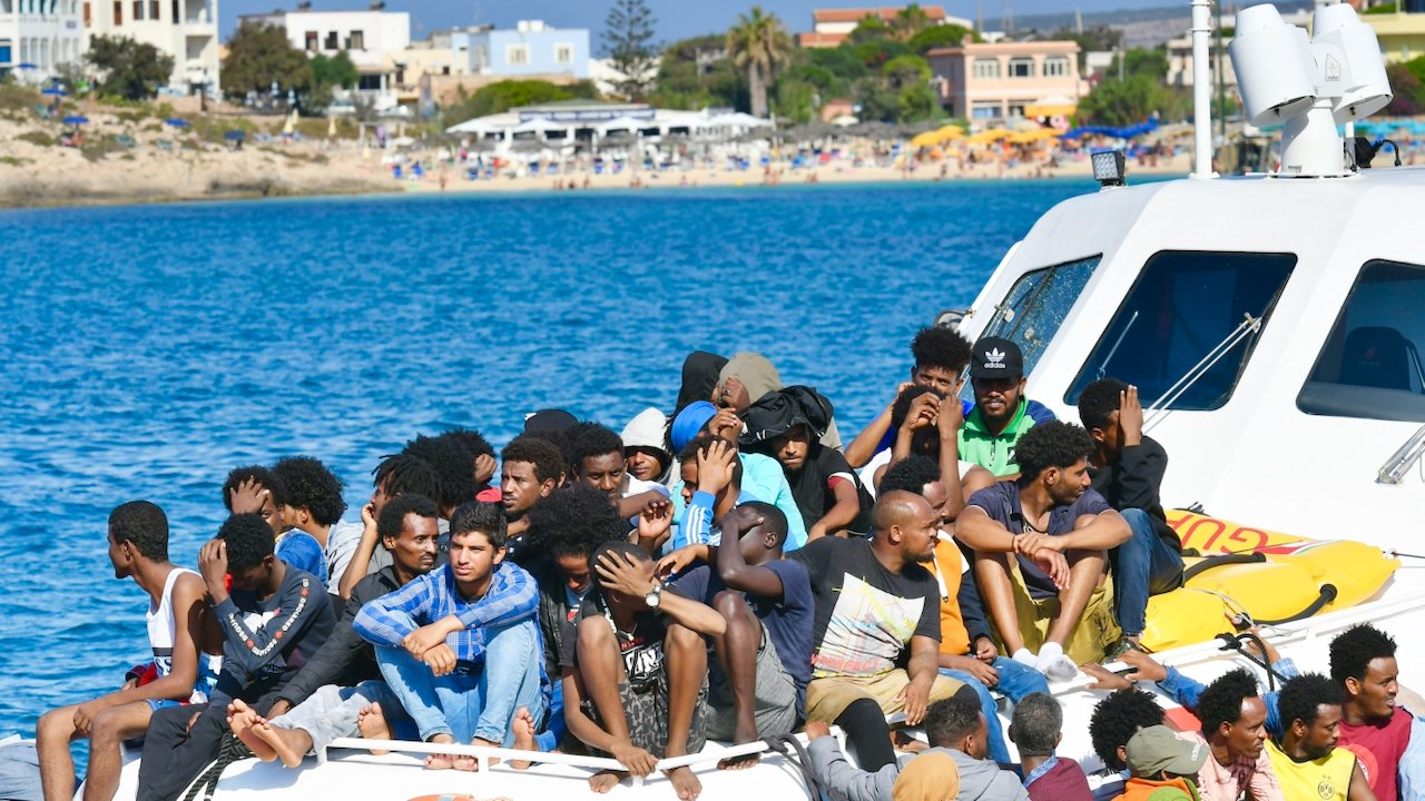 Libyens Küstenwache fängt fast tausend Flüchtlinge auf dem Weg nach Europa ab