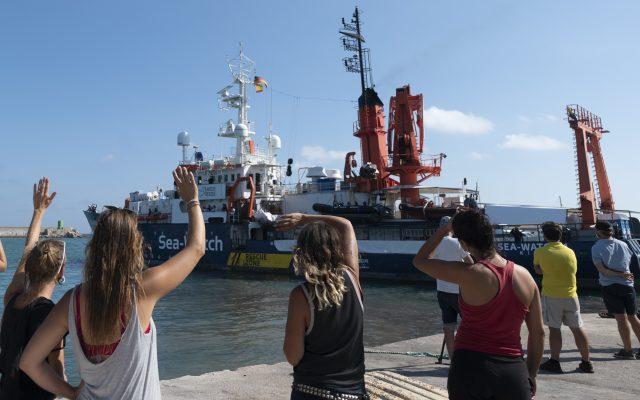 """""""Ein Christ kann ertrinken lassen""""? Wirbel um Leserbrief von Pfarrer zur Aufnahme von Bootsmigraten"""