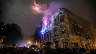 Antifa-PR-Trick vor Liebig 34? – Linke empört über Tschetschenen-gegen-Autonome-Streit (Video)