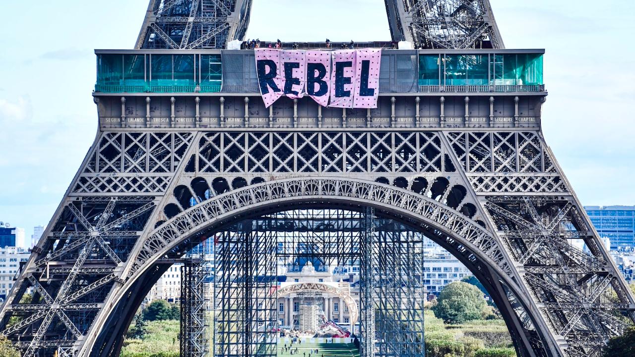Extinction Rebellion: Aktivisten klettern am Eiffelturm hoch