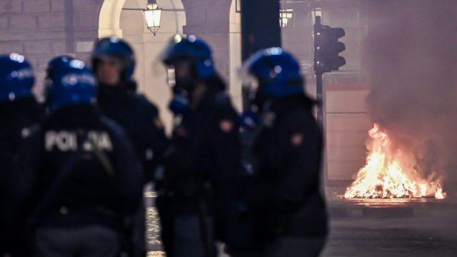 Gewaltsame Proteste gegen neue Corona-Einschränkungen in Italien