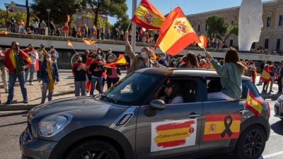 Spanier protestieren gegen Corona-Politik der Regierung – Aufhebung der Ausgangssperre gefordert