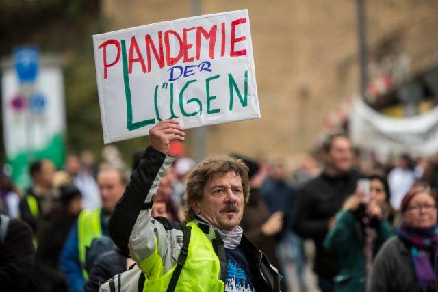 Querdenker in Stuttgart: Ende der Corona-Maßnahmen und Rücktritt der Bundes- und Landesregierungen gefordert